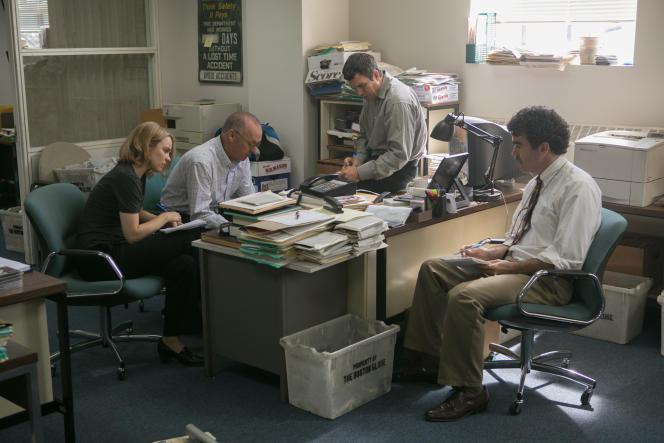 De gauche à droite : les acteurs Rachel McAdams, Michael Keaton,  Mark Ruffalo et Brian d'Arcy James dans