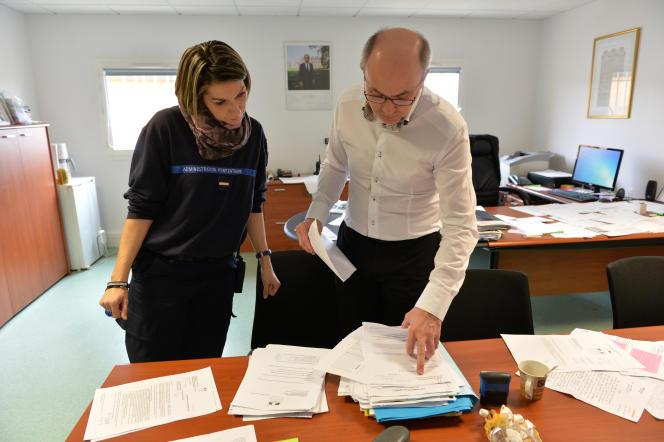 Dans le bureau du directeur du centre pénitentiaire Pémégnan, André Varignon.