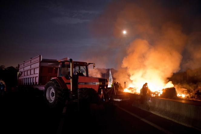 Manifestation sur un axe routier proche de Lorient, le 25 janvier.