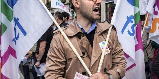 La Rue de Grenelle a recensé 36 040 professeurs des écoles en grève, soit 12,24%, et41069professeurs de collège, soit 22,32 %
