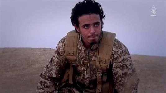 Bilal Hadfi, l'un des kamikazes du Stade de France, dans la vidéo diffusée par l'organisation Etat islamique le 24janvier.