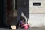Une personne sans domicile dans une rue de Paris, en décembre 2014.