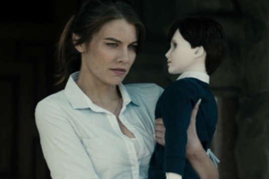 """Lauren Cohan dans le film américain de William Brent Bell, """"The Boy""""."""