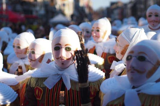 Les Gilles, drôles de personnages typiques du carnaval belge de Binche.