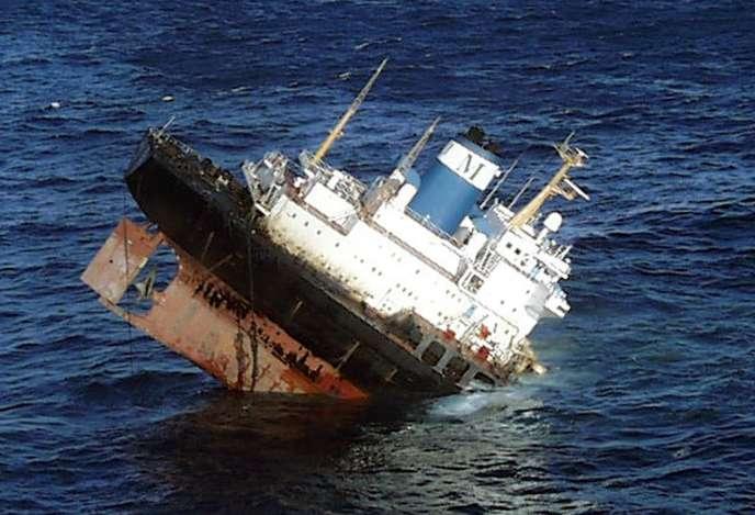 Le pétrolier libérien «Prestige» a sombré le 19 novembre 2002 au large de la Galice, déversant plus de63000 tonnes de fioul et souillant les littoraux espagnol, portugais et français, sur des milliers de kilomètres.