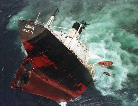 Le naufrage de l'« Erika », le 13 décembre 1999.