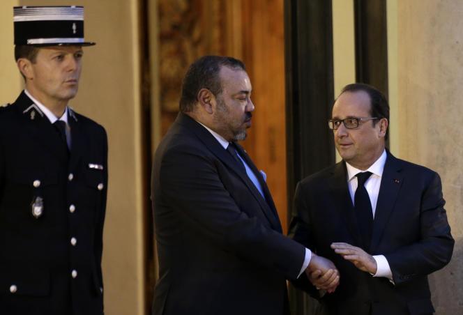Le roi du Maroc Mohammed VI avec François Hollande le 20 novembre 2015 à l'Elysée.