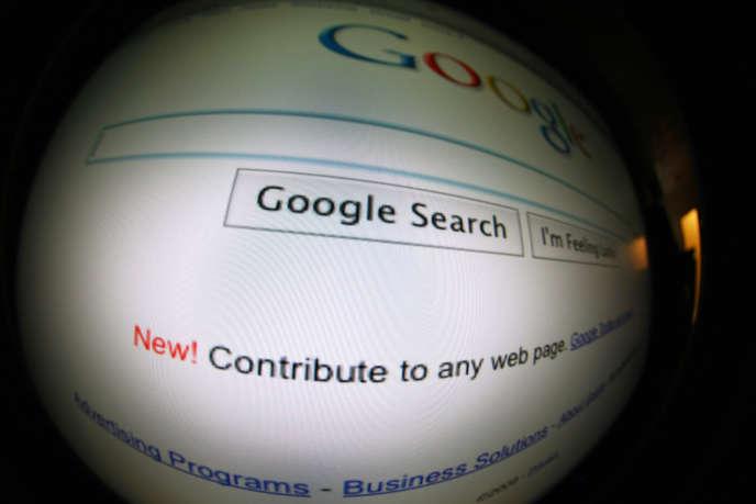 un écran affiche la page du moteur de recherche Google.