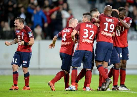 Les joueurs de Lille après un but marqué contre l'équipe de Bordeaux au Stade Pierre Mauroy de Villeneuve d'Ascq le 26 janvier 2016.
