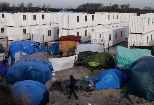 Fabienne Buccio, préfète du Pas-de-Calais, indique que «fin février, 1500 places seront disponibles dans le Centre d'accueil provisoire», des conteneurs aménagés.