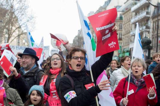 Manifestation  parisienne des  personnels enseignants contre la réforme du collège