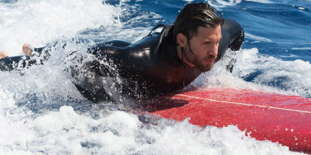 Ce film d'action n'a pas été projeté à la presse. Remake en relief du film réalisé par Kathryn Bigelow en 1991, il relate les aventures d'une équipe de braqueurs professionnels férus de surf et de chute libre.