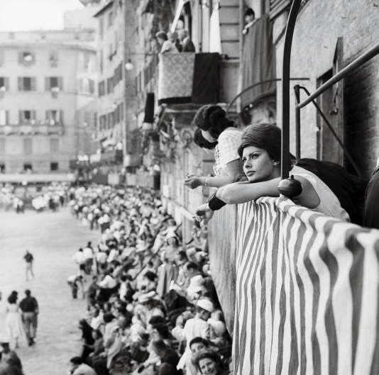 L'actrice Sophia Loren lors du Palio de Sienne, le 3 juillet 1961.