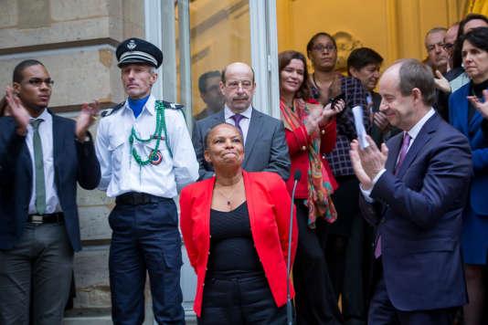 Passation de pouvoirs au ministère de la justice entre Christiane Taubira et Jean-Jacques Urvoas, à Paris,  mercredi 27 janvier 2016.