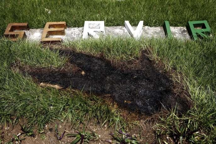 Abidjan, 15 avril 2011. La trace d'un corps tout juste enlevé, mort lors des violences qui ont fait plus de 3000 victimes lors de la crise post électorale de 2010-2011