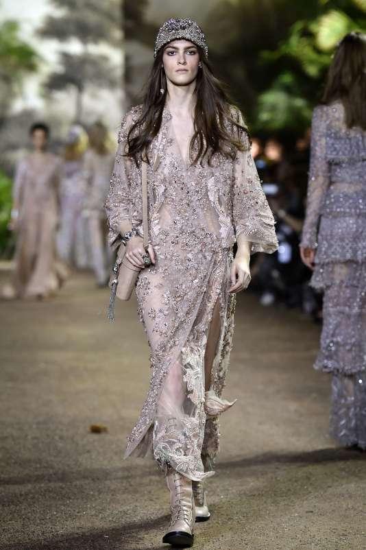La garde-robe d'Elie Saab évoque les fastes des palais indiens avec leurs princesses éblouissantes.