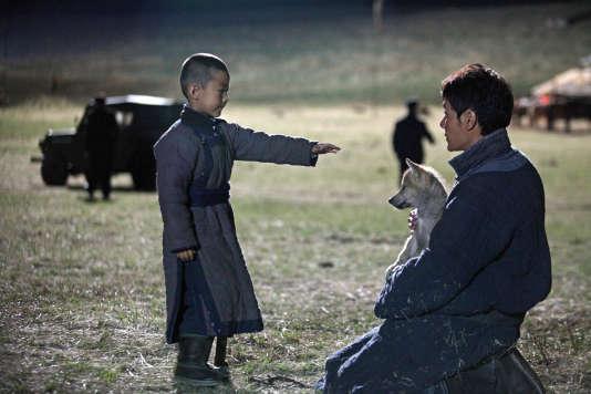 Feng Shaofeng (à droite) dans le rôle de Chen Zhen.
