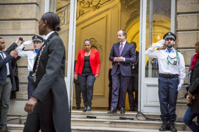 La Passation de pouvoirs au ministère de la Justice entre Christiane Taubira et Jean-Jacques Urvoas à Paris le 27 janvier 2016