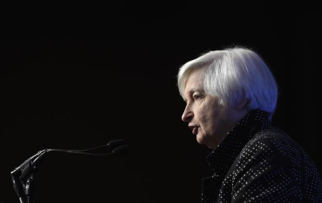 La réserve fédérale américaine et sa dirigeante, Janet Yellen (ici le 2 décembre 2015), semblent avoir de plus en plus de difficultés à jauger l'impact de la baisse du pétrole sur l'économie américaine.
