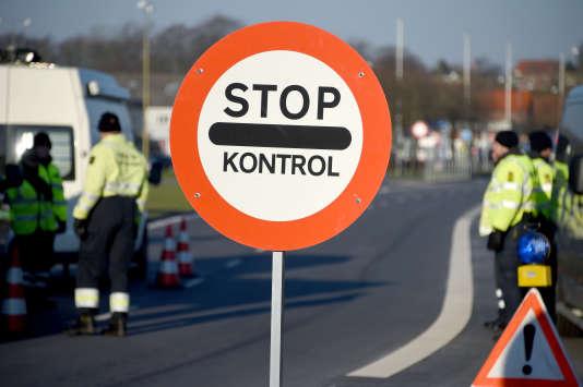Point de contrôle de la police danoise à Krusa bei Flensburg, à la frontière germano-danoise, le 5 janvier 2016.