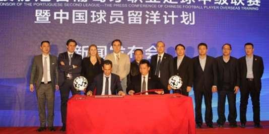 Les dirigeants de la Ligue de football portugaise et de l'entreprise chinoise Ledman.