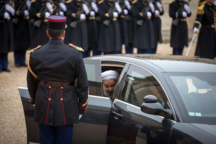Le président Rohani dans la cour de l'Elysée, le 28 janvier 2016.