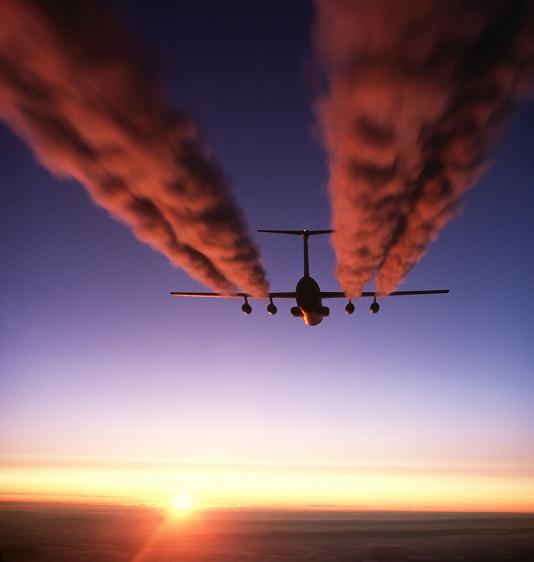 Ce qu'un avion militaire C-141 Starlifter laisse comme trace au-dessus de l'Antarctique.