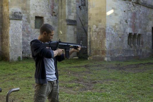 """Nassim Si Ahmed dans le film de Nicolas Boukhrief, """"Made in France""""."""