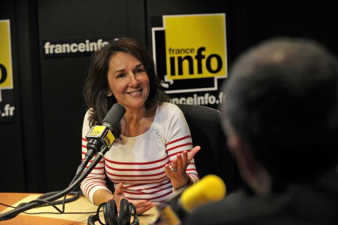 Catherine Pottier anime les débats sportifs de France Info.