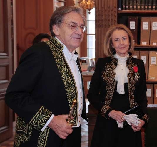 Alain Finkielkraut , avec l'écrivain Dominique Bona, à l'Institut de France, le 28 janvier 2015