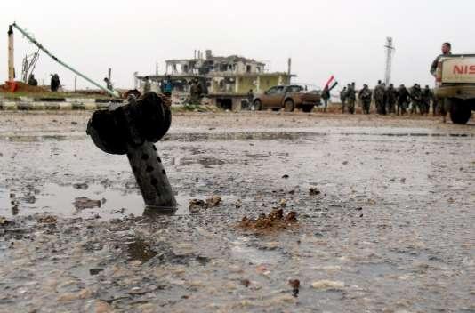 Un mortier qui n'a pas explosé dans une rue de Sheikh Miskeen, dans le sud de la province syrienne de Daraa.