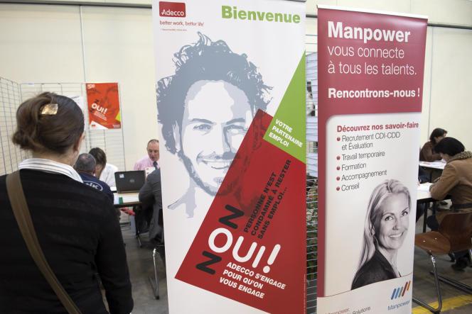Sur un stand de travail temporaire Adecco et Manpower, lors des Etats généraux de l'emploi et de l'insertion, à Nevers, en avril 2014.