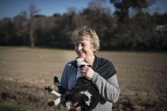 A 58 ans, Marie Maurage, lasse des querelles de voisinage, a quitté sa ferme des Hautes-Alpes pour s'installer à Marseille.