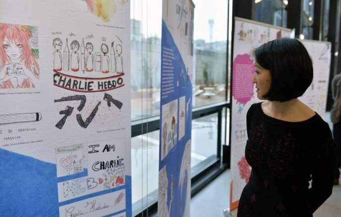 La ministre de la culture Fleur Pellerin lors de sa visite au Festival international de la bande dessinée d'Angoulême, le 28 janvier 2016.