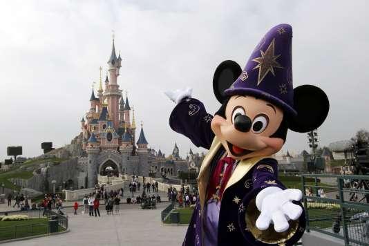 Le ministère américain du travail a ainsi ouvert plusieurs enquêtes chez Disney, société soupçonnée de remplacer certains salariés à bon compte grâce au visa «H-1B».
