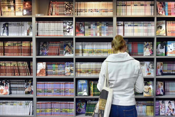 Un rayon mangas au Festival d'Angoulême, en janvier 2016.