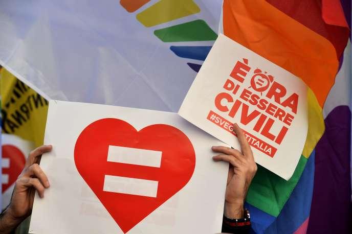 Lors d'une manifestation de soutien à l'union gay à Rome le 28 janvier 2016.