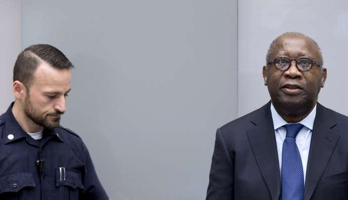 L'ancien président ivoirien Laurent Gbagbo à son arrivée au tribunal à La Haye, jeudi 28 janvier 2016.