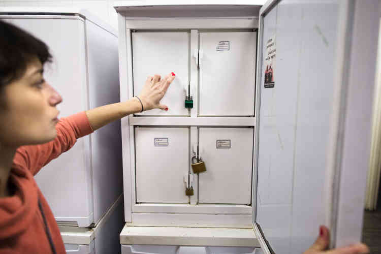Dans ce centre, chaque locataire a son propre frigo, fermé avec un cadenas.