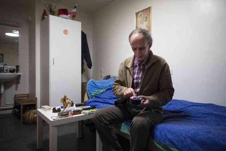 Occupant de la chambre 44, Doru Pavaloaie, 60 ans, est arrivé de Roumanie avec femme et enfants à la fin des années 1980, en tant que dissident politique du régime de Ceausescu.