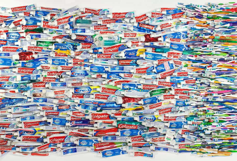 """Les brosses à dents et le dentifrice sont considérés comme """"non essentiels""""."""
