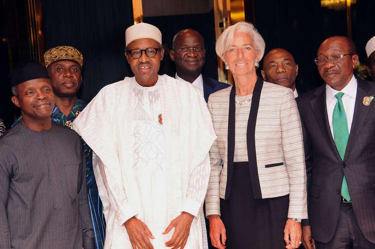 La directrice du Fonds monétaire international, Christine Lagarde, avec le président  nigérian Muhammadu Buhari, le 5 janvier 2016, à Abuja.