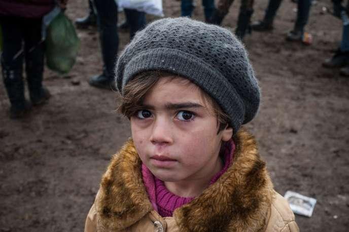Un enfant après la traversée de la frontière entre la Macédoine et la Serbie, près du village de Miratovac, le 29 janvier 2016.