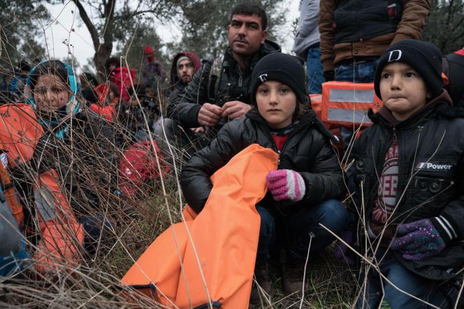 Des migrants s'apprêtent à se rendre sur l'île grecque de Lesbos depuis Ayvacik, en Turquie, le 29 janvier 2016.