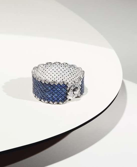 Bracelet Signature Ultime, collection Signature, en or blanc, diamants et saphirs, Chanel Joaillerie.