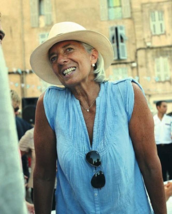 La directrice du FMI en tenue estivale lors de vacances en Corse.