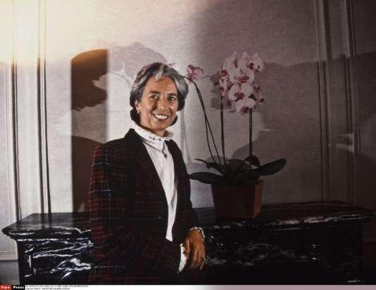 """Christine Lagarde, à 35 ans, dans sa tenue """"avocate et associée""""."""