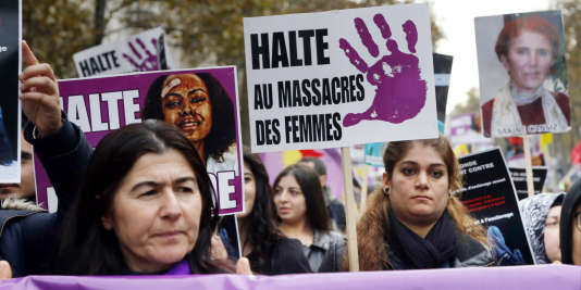 Une manifestation organisée par le Collectif du droit des femmes, le 22 novembre à Paris.