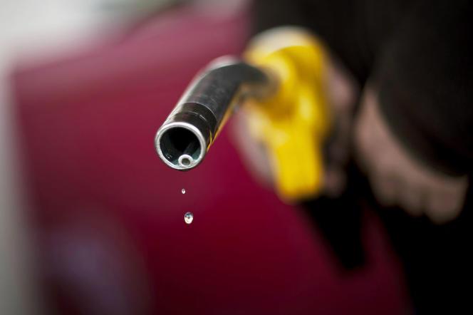 Le recul du prix à la pompe bénéficie au porte-monnaie des automobilistes, mais soutient surtout le pouvoir d'achat des Français, en ralentissant l'inflation.