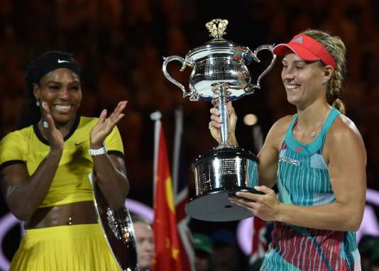Angelique Kerber (à droite) a remporté la finale dames de l'Open d'Australie samedi 30 janvier à Melbourne.
